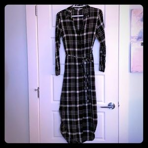 Cupcakes and cashmere,Long plaid dress size small